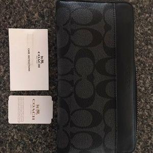 Coach Unisex Accordian Wallet